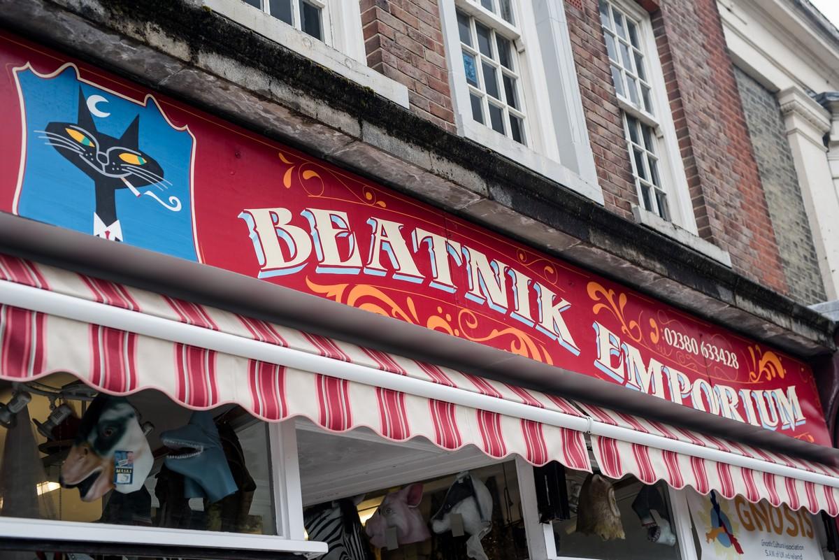 vintage shop signwriting southampton beatnik emporium steve blackwell signs  painting