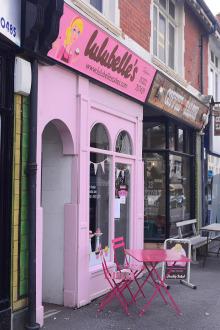 Lulubelle's cake shop - fascia signwriting