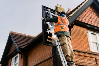 Portsmouth Signwriting - Taswell Arms pub signs restoration